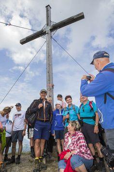 Hermann Maier Wandertag 2014 - Erinnerungsfoto mit dem Idol #hermann_maier #flachau Salzburg, Olympia, Austria, Idol, Bags, Pictures, Athlete, Tourism, Hiking