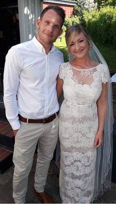 Lace weddingdress. Casual groom. Ida Sjöstedt virtue dress.
