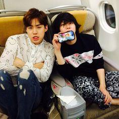 "Heechul with Henry on airplane: ""Bye Tokio"" 14/10/07"