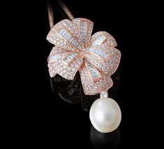 Diamond Flower Pendant in rose gold with South Seas pearl