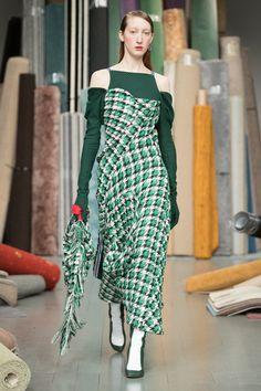 Richard Malone: ready-to-wear fall/winter Vogue Paris, London Fashion Week 2018, Fashion Show, Fashion Outfits, Fashion Design, London Brands, Contemporary Fashion, Fashion Prints, Autumn