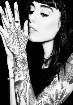 ✿⊱ Hannah Snowdon www.tattoodlifestyle.com www.altroyalty.co ⊱✿