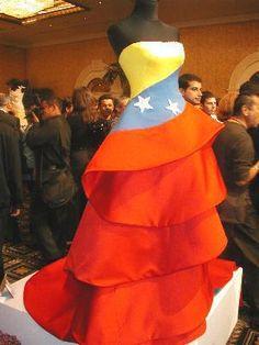 """Tricolor de Venezuela ¡SUPER HERMOSO.."""" FELICITO A LA DISEÑADORA DE ESTE HERMOSO TRAJE. CON PERMISO, LO COMPARTO EN MI TABLERO: """"LIBROS, POEMAS Y LETRAS DE CANCIONES DE JESÚS TORTOZA ACEVEDO"""". ¡CORDIAL SALUDO DESDE VALENCIA, ESTADO CARABOBO..!"""