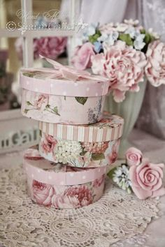 3 Safe Clever Tips: Shabby Chic Salon Coffee Tables shabby chic bathroom furniture.Shabby Chic Kitchen On A Budget shabby chic bathroom furniture. Cajas Shabby Chic, Rosa Shabby Chic, Shabby Chic Veranda, Cottage Shabby Chic, Cocina Shabby Chic, Shabby Chic Mode, Shabby Chic Porch, Style Shabby Chic, Shabby Chic Vintage
