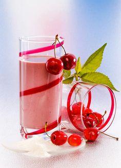 Sauerkirsch-Drink - ein erfrischender, kalorienarmer Sommer-Genuss