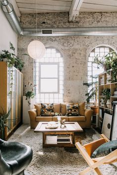 Vintage Industrial Decor House Tour: A Loft Apartment in a Old Textile Factory Urban Apartment, Industrial Apartment, Industrial House, Apartment Living, Apartment Therapy, Urban Industrial, Loft Apartment Decorating, Exposed Brick Apartment, Brooklyn Apartment