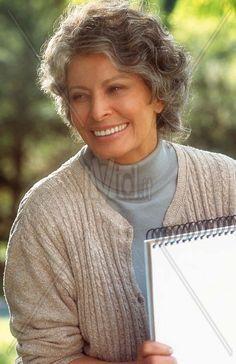 Sophia Loren - Ageless Beauty - Faraway Places: Stories That Teach Carlo Ponti, Sophia Loren, Tilda Swinton, Beautiful People, Beautiful Women, Maria Callas, Ageless Beauty, Going Gray, Aging Gracefully
