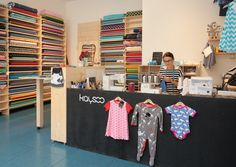 Sabine Kastner führt ihre Nähwerkstatt Kaysoo mit Kindermode aus biofairen Stoffen in Linz.