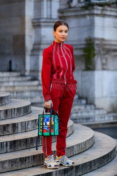 track suit via Paris Fashion Week – Street Style Marzo 2018 Outfits In Rot, Mode Outfits, Fashion Outfits, Womens Fashion, Fashion Trends, Fashion Ideas, Fresh Outfits, Fashion Quotes, Fashion Lookbook