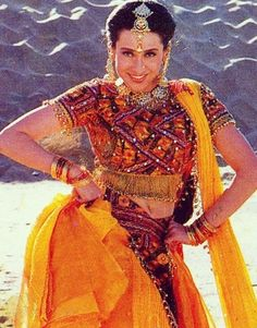 Karisma Kapoor young Karisma Kapoor, Actress Navel, Vintage Bollywood, Beautiful Bollywood Actress, Katrina Kaif, Bollywood Celebrities, Diva, Sari, Actresses