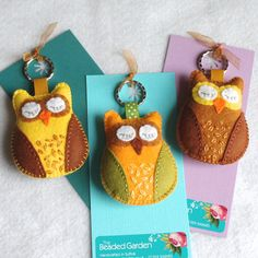 Shh... the baby owls are still asleep. I love the Scandinavian folk art owls of the 1970s: this is my interpretation...  Here are three darling