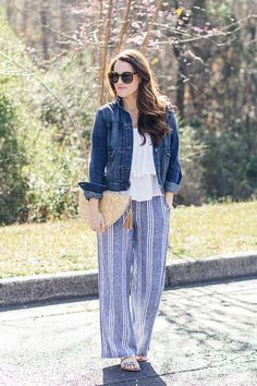 How to wear wide leg pants in the Spring to create a great casual outfit.