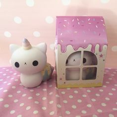 Cupcake kitty caticorn squishy ~ adopt me