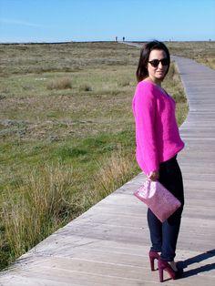 Taconazo para un look en el que destaca el rosa y los zapatos paco herrero en color granate de la coleccion otoño invierno 2012