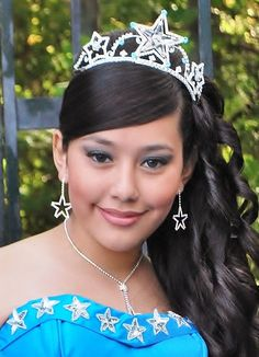 Find quinceanera tiaras and quinceanera crowns that will make you feel like a queen! Estas coronas para quinceanera estan bellas!
