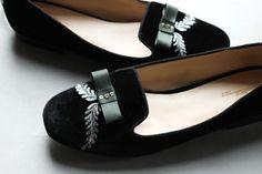 DIY Shoes Refashion: DIY Baroque Slippers