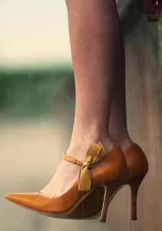 tory burch heels on classy girls wear pearls Pretty Shoes, Beautiful Shoes, Dead Gorgeous, Simply Beautiful, Beautiful Pictures, Crazy Shoes, Me Too Shoes, Mode Shoes, Zapatos Shoes