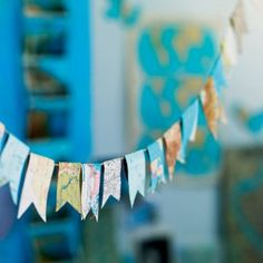 thème VOYAGE : Guirlande avec cartes routières découpées en forme de fanions- Marie Claire Idée N°79