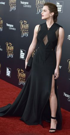 Emma Watson, young and beautiful, has a lot of movies other than Harry Potter which you can read about in this article about Emma Watson's movies! Emma Love, Emma Watson Beautiful, Emma Watson Sexiest, Emma Watson Estilo, Harry Potter, Celebs, Actresses, Formal, Lady