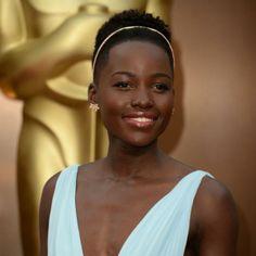 Rapado y con afro en la parte superior, la ganadora del Oscar Lupita Nyong'o. La vincha le dio un toque delicado a su 'look'.