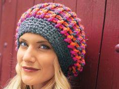 Diese farbenfrohe Mütze trotzt jedem Herbst-Blues. Häkeln Sie dieses Traumstück nach unserer kostenlosen Anleitung. Die Schurwolle hält herrlich warm.