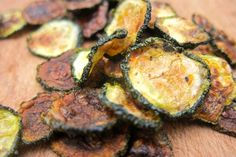 paleo zucchini chips Cut a zucchini into thin slices and toss in 1 Tbsp olive oil, sea salt, and pepper. Sprinkle with paprika and bake at 450°F for 25 to 30 minutes. Using paprika not only to flavor this healthy snack, but also to boost your metabolism, reduce your appetite, and lower your blood pressure.