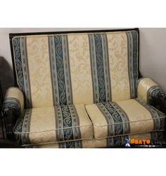Poltrona e divano in legno da salotto
