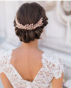 Hair inspiration!  This rolled upstyle would be pretty gorgeous on its own, but the headpiece makes it so much more regal and elegant, don't you think?  #regram @rockmywedding // Photo by @amyfanton // Hairpiece by @kellyspencewed // Hair by @intheskywithhoneypie // Dress by @shehurina  #wedding #bride #style #hair #beauty #fashion #uniqueideas #inspiration #bmloves
