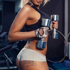 Длительный комплекс упражнений  Неделя 1 Упражнение 1. Для прямых мышц живота. Исходное положение - лежа на спине колени согнуты руки за головой. На счет 1-2-3 поднимите туловище на счет 4 опустите. Сделайте 10 подходов по 30 повторений. ВАЖНО! Не сцеплять руки в затылке (иначе тренируются мышцы шеи а не пресса). Упражнение 2. Для косых мышц живота. И. п.  тоже. На счет 1-2-3 туловище направляя его к левой ноге на счет 4  опустите. Повторите то же самое в другую сторону. Сделайте 10 подходов…