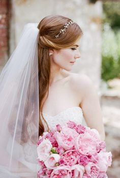 Wedding Hairstyles Updo Wedding hairstyles for long hair with veil, Wedding hairstyles for long hair with veil is a great choice to make your wedding ceremony unique and different from the common wedding ceremony. Classic Wedding Hair, Short Wedding Hair, Wedding Updo, Wedding Ceremony, Trendy Wedding, Wedding Gifts, Wedding Bride, Bouquet Wedding, Dress Wedding
