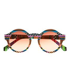 I love these, want these and would wear them in a flash. Lunettes Solaires 53c7c32f7976