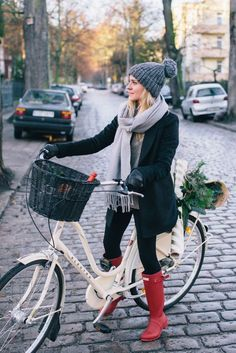 """justthedesign: """"These Boots aren't just made for walking. Katarzyna Tusk shows us her Hunter Boots can be the perfect companion for a day out on with the bike too. We love the grey woolly hat, scarf. Winter Chic, Winter Mode, Cozy Winter, Hunter Outfit, Hunter Boots, Red Hunter, Fall Winter Outfits, Autumn Winter Fashion, New Street Style"""