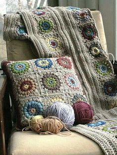 Transcendent Crochet a Solid Granny Square Ideas. Inconceivable Crochet a Solid Granny Square Ideas. Crochet Home, Love Crochet, Beautiful Crochet, Crochet Crafts, Yarn Crafts, Gorgeous Grannies, Crochet Squares, Crochet Granny, Crochet Motif