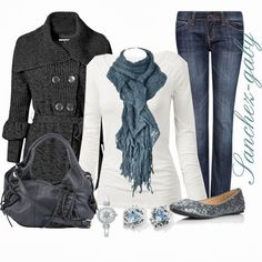 Get Inspired by Fashion: Winter Outfits | Blue Knit Scarf