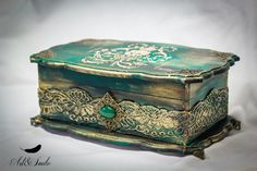Hand Decorated Box Antique Jewelry Box Old Antique box Decoupage Wood, Decoupage Vintage, Fabric Painting, Painting On Wood, Altered Cigar Boxes, Antique Boxes, Idee Diy, Jewellery Boxes, Jewelry Box