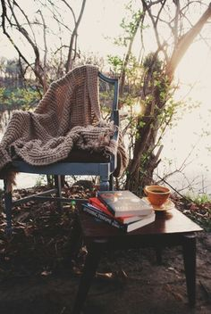 a favorite space to read Ana Rosa Kleiner Muck, Outdoor Spaces, Outdoor Living, Outdoor Retreat, Coffee And Books, Book Nooks, Simple Pleasures, Outdoor Furniture, Outdoor Decor