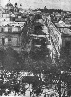 Cinco de Mayo y al fondo el Teatro Nacional, estaba ubicado en lo que ahora es Gante