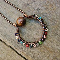 Filo avvolto coriandoli cerchio collana di perline di rame e multi-colore anticati