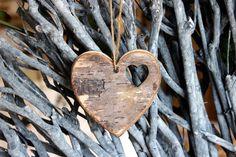 Καρδιά Ξύλινη WI9180  Ξύλινη διακοσμητική καρδιά με φυσικό φλοιό. Διαστάσεις: 10cm