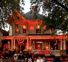 Halloween Decorating Ideas - looks like the front of my house lol.