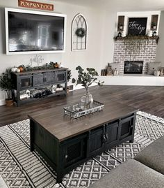 Pretty much in love with everything going on in here😍 We can't take our eyes off our Leon Rug!🥰Designed by Bold Boundless Blonde - Home Decor & DIY Inspiration💕: Fall Living Room, Home And Living, Modern Living, Small Living, Modern Farmhouse Living Room Decor, Living Spaces, White Decor, Great Rooms, Living Room Designs