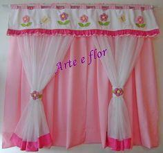 cortina com aplicação de flores em fuxicos  pode ser feita em outras cores e tamanhos  tecidos de ótima qualidade