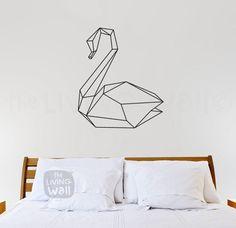 Tape art cisne geométrico, parede branca, cabeceira da cama. Decoração do quarto. Tape ART - Renove as Paredes sem Gastar