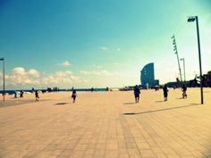 La Playa de La Barceloneta, Barcelona, Spain - Mary Jara by APIstudyabroad, via Flickr