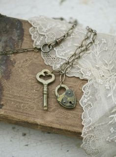 Shabby-chic Valentine lock and key to your heart