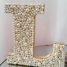 Nowadays, a decoration can count on many elements, … – Designs Ideas Flower Letters, Diy Letters, Wooden Letters, Button Art, Button Crafts, Diy And Crafts, Arts And Crafts, Diy Art, Diy Gifts