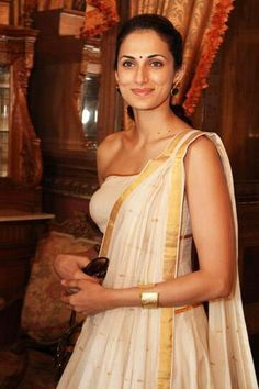 Shilpa Reddy in Kerala mundu inspired design Indian Suits, Indian Attire, Indian Dresses, Indian Wear, Kerala Saree, Indian Sarees, India Fashion, Asian Fashion, Saree Fashion