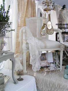 Blossoms Vintage Chic: Weekend at Glitterfest and Country Roads Cottage Style Decor, Cottage Chic, Craft Booth Displays, Display Ideas, White Cottage, French Cottage, French Country, Flea Market Decorating, Flea Market Style
