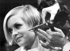 Twiggy-cutting-hair