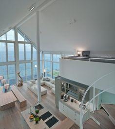 Wohnzimmer im Ferienhaus mit offener Küche